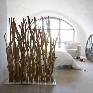 декорирование ветками комнаты