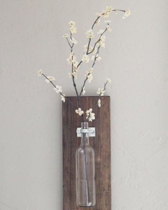 Настенная ваза из бутылки вина