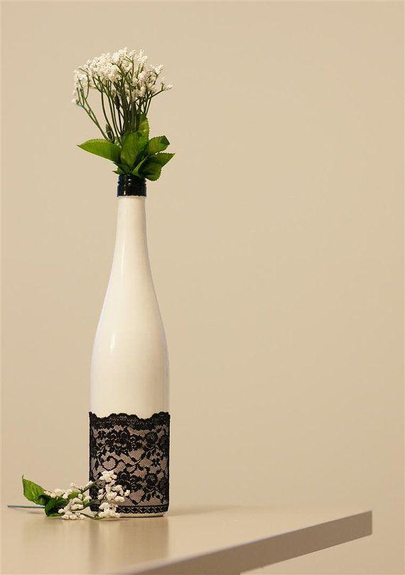 Ваза из бутылок белая