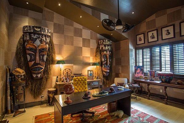 африканские маски на стене