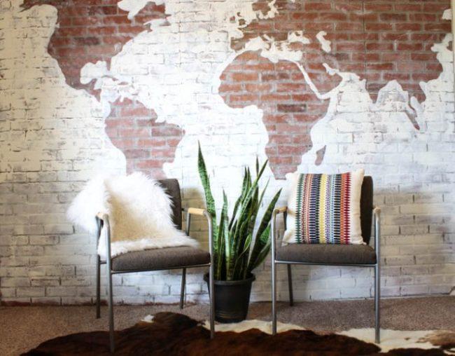 карта мира на стене покраска