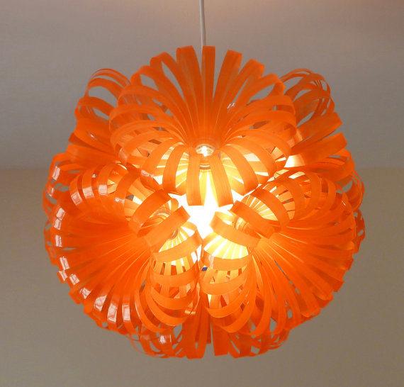 lyustra-svetilnik-iz-plastikovyx-butylok-49