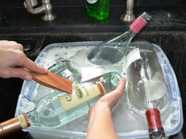 готовим бутылки к производсву люстры