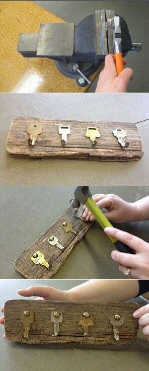 ключница из старых ключей