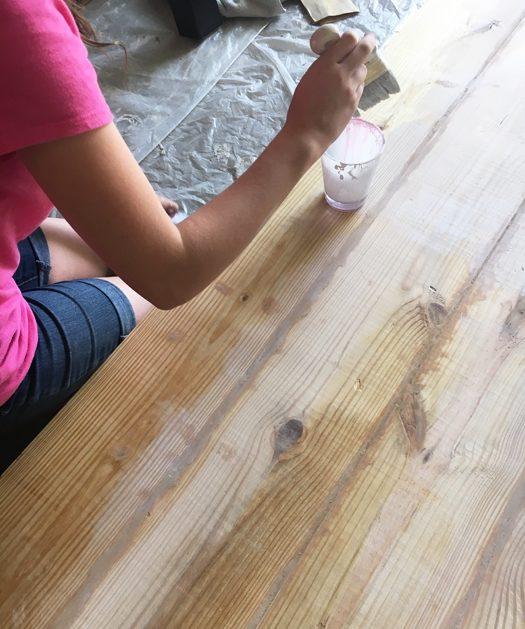 kak-obnovit-staryj-stol-svoimi-rukami-11