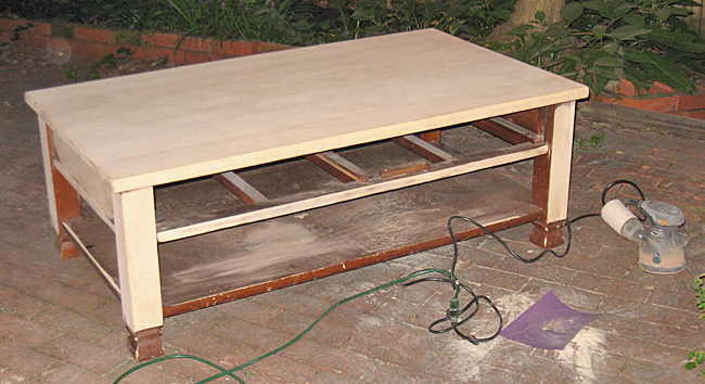 kak-obnovit-staryj-stol-svoimi-rukami-39