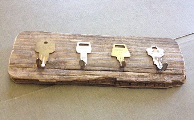 Из старых ключей ключница